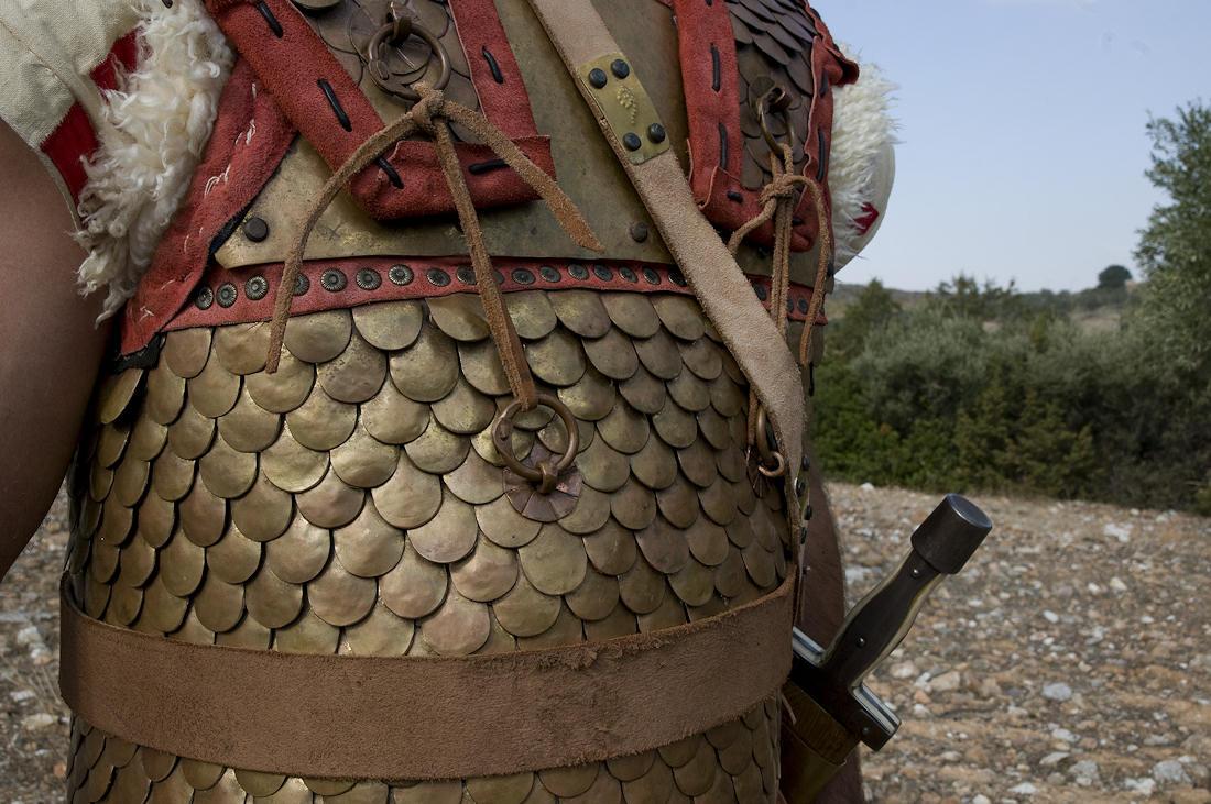 Βαρέως τύπου λινοθώρακα με μπρούτζινες φολίδες στον κορμό και πτέρυγες από λινό