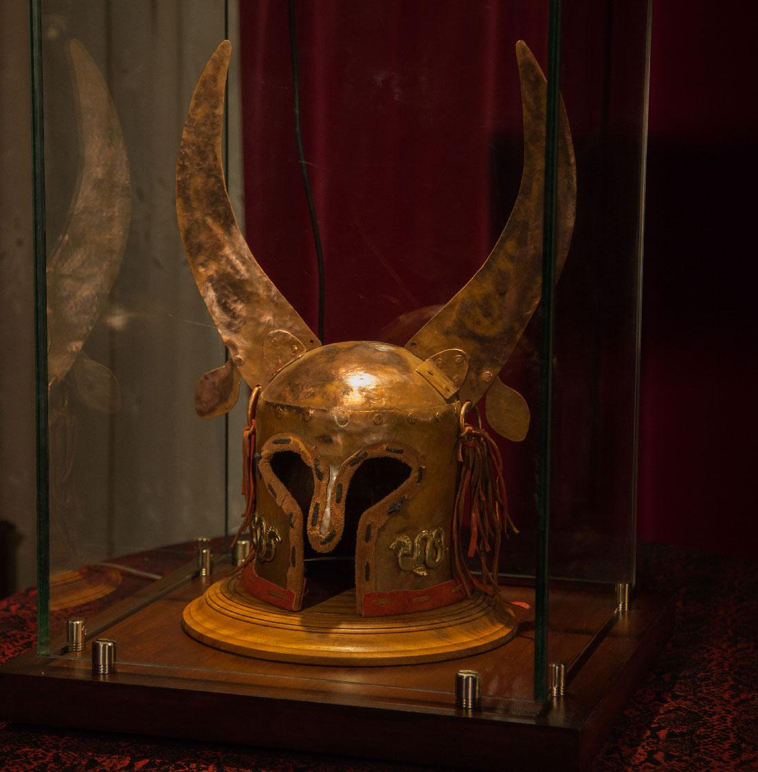 Αρχαϊκό Κράνος με χάλκινα κέρατα