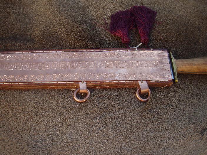 Δερμάτινη θήκη ξιφους με χάλκινη διακόσμηση